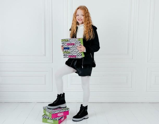 Девочка обута в детские зимние ботинки на меху Woopy Fashion черные (7216) Фото 2