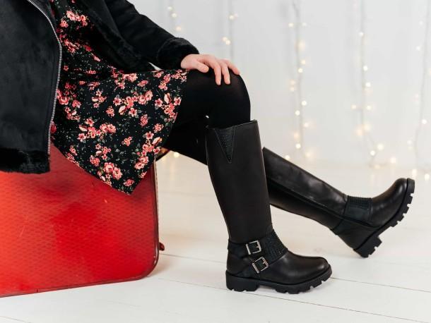 Девочка обута в детские зимние сапоги на меху Woopy Fashion черные (7222) Фото 1