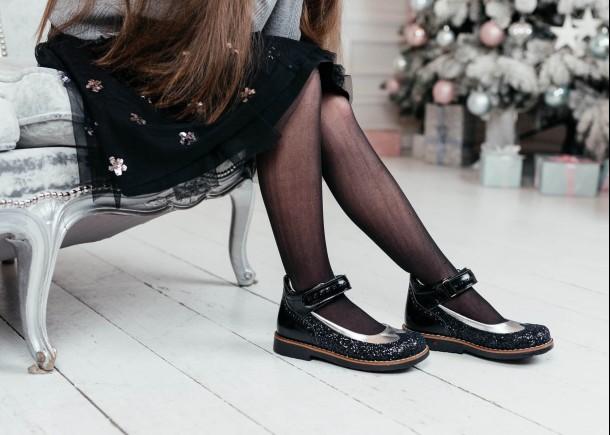 Девочка обута в детские туфли Woopy Orthopedic черные (7228) Фото 1