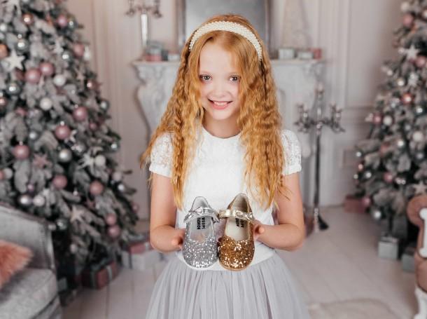 Девочка обута в детские туфли праздничные Woopy Fashion золотые (7231) Фото 2
