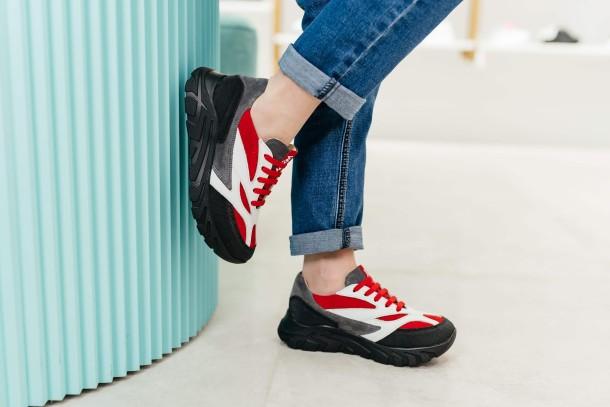 Мальчик обут в детские кроссовки Woopy Fashion красные, белые (8021) Фото 1