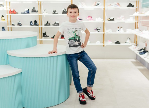 Мальчик обут в детские кроссовки Woopy Fashion красные, белые (8021) Фото 2