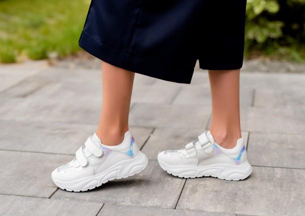 Девочка обута в детские кроссовки Woopy Fashion белые (8038) Фото 1