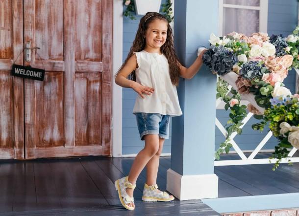 Девочка обута в детские босоножки Woopy Orthopedic белые (8071) Фото 2
