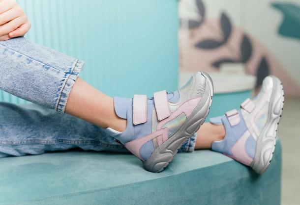 Девочка обута в детские демисезонные ботинки (подкладка кожа) Woopy Fashion разноцветные (8074) Фото 1