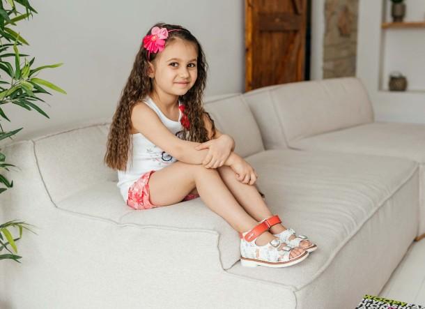 Девочка обута в детские босоножки Woopy Orthopedic белые (8077) Фото 2