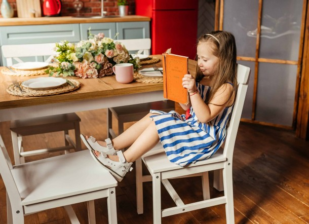 Девочка обута в детские босоножки Woopy Orthopedic белые (8079) Фото 2