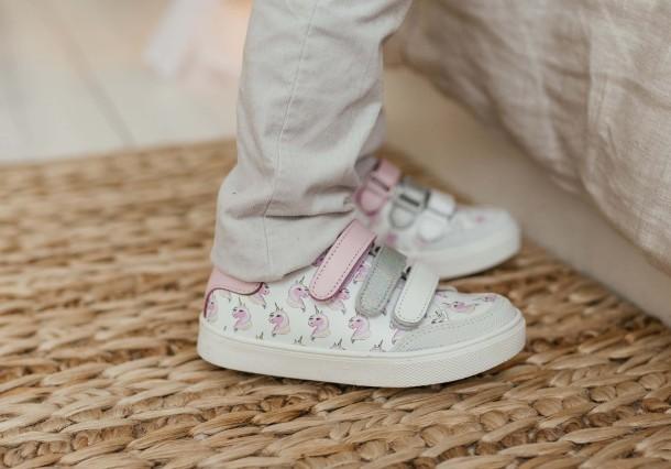 Девочка обута в детские кеды Woopy Fashion белые (8080) Фото 1
