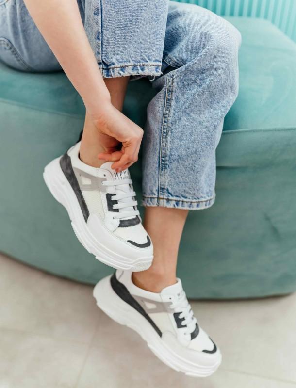 Девочка обута в детские кроссовки Woopy Fashion белые (8086) Фото 1