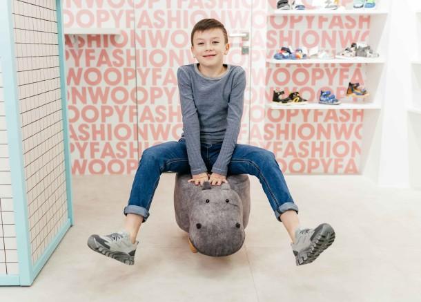 Мальчик обут в детские кроссовки (шнурок-резинка) Woopy Fashion серые (8097) Фото 2
