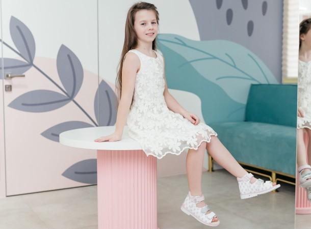 Девочка обута в детские босоножки Woopy Orthopedic розовые (8107) Фото 2
