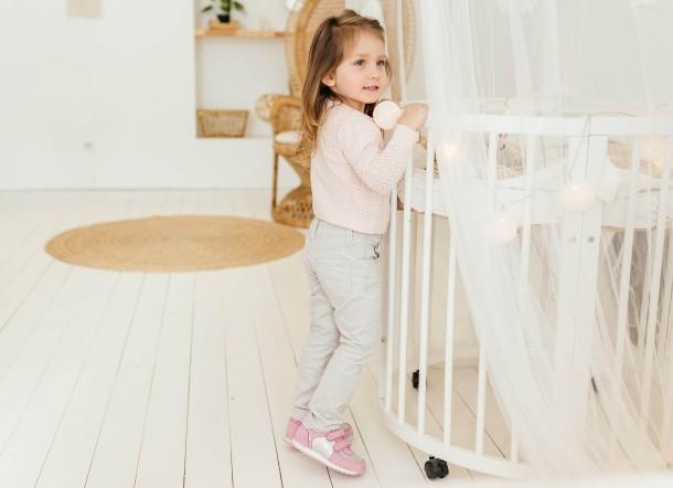 Девочка обута в детские кроссовки Woopy Fashion розовые (8112) Фото 2