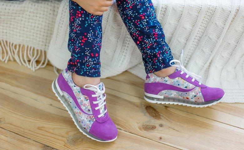 138c3b7a41511a Як вибрати дитячі кросівки